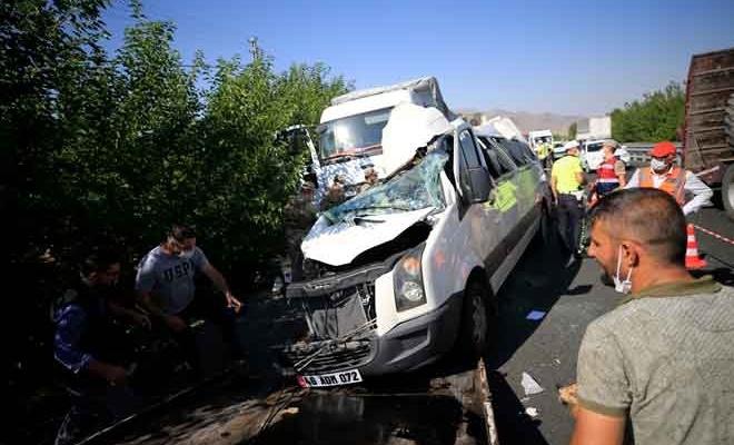 Elazığ'da yürekleri sızlatan kaza...