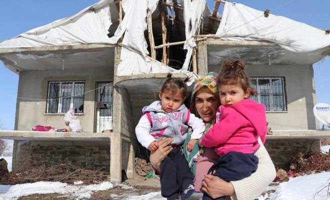 Buz gibi evde 3 çocuğuyla hayat mücadelesi veren anne yardım bekliyor