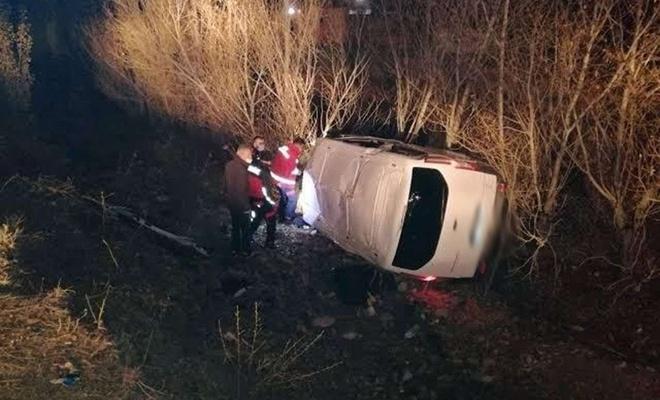 Düzensiz göçmenleri taşıyan minibüs kaza yaptı: 17 yaralı