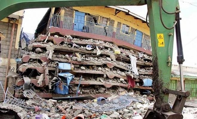Kenya'da çöken binanın enkazından 2 kişi 48 saat sonra sağ çıkarıldı