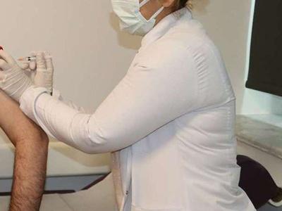 Aşı odalarında görevli sağlıkçılara ek ödeme yapılacak