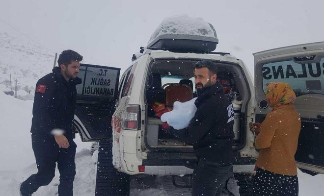 Siirt'te 3 aylık bebek paletli ambulansla kurtarıldı
