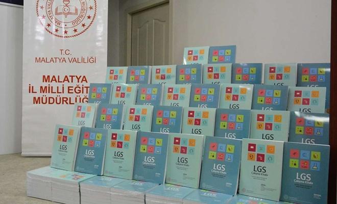  Malatya'da bir okulun basımını yaptığı hazırlık kitapların tanıtımı yapıldı