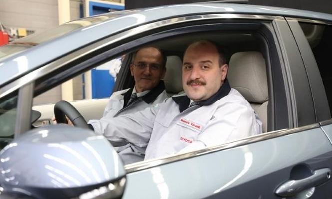 Bakan Varank Türkiye`de üretilen ilk hibrit otomobili test etti