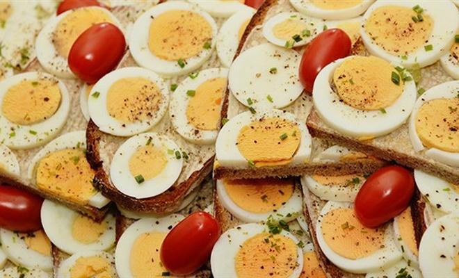 İddia üzerine 41 yumurta yiyen kişi öldü