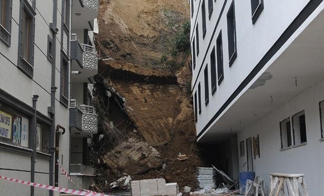 Kayan toprak binaların üzerine çöktü