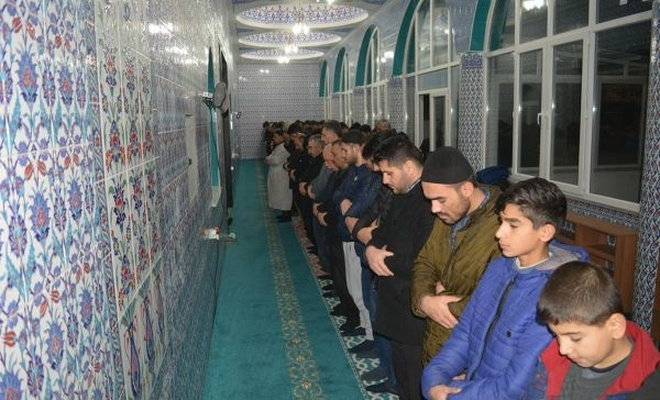 """""""Müslüman gençler camilerle uyanmalı"""""""