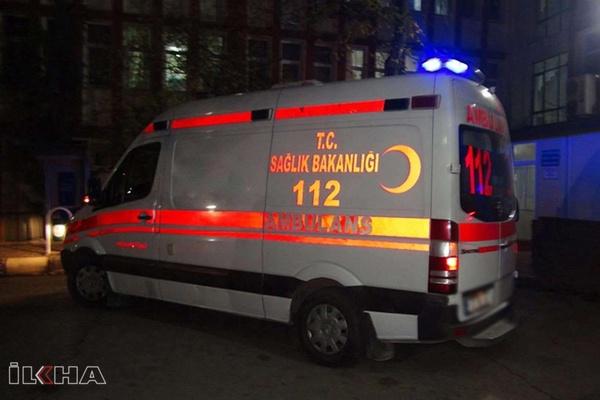 Manisa'da otomobil ile işçileri taşıyan midibüs çarpıştı: 4 ölü 6 yaralı