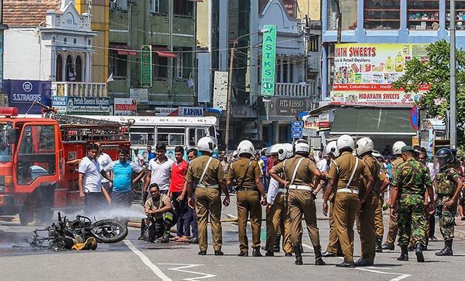 Sri Lanka'da polisten bir eve baskın: 6'sı çocuk 15 ölü!