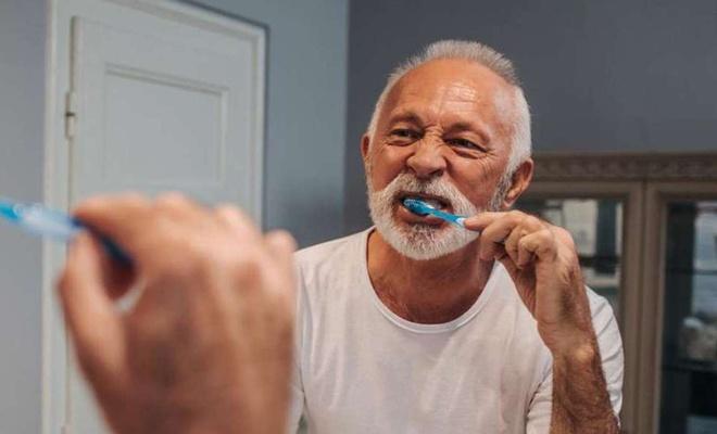 Evde yapılan diş beyazlatmalara dikkat!