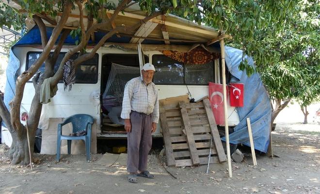 Aydın'da yaşlı adam sıkılıp minibüste yaşamaya başladı