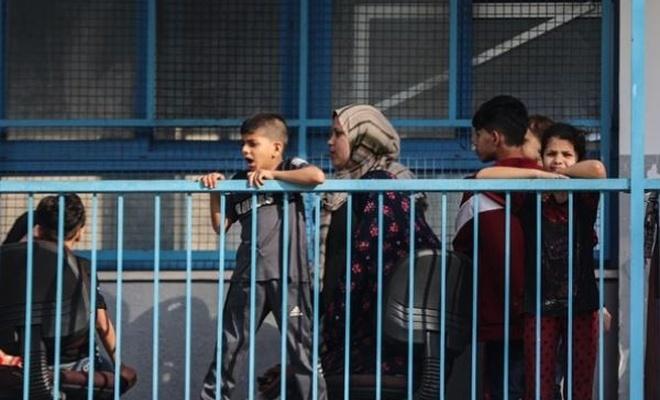 Filistinli kadın ve çocuklar saldırılardan korunmak için okullara sığındılar, ama...