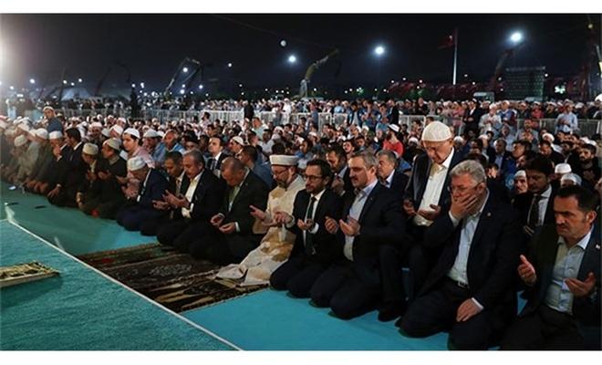 Yenikapı'da Enderun usulü teravih namazı kılındı