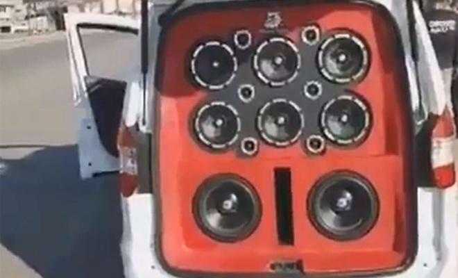 Hafif ticari araca döşenen ses sistemi şaşırttı