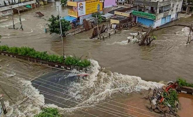 Hindistan bir kez daha sele teslim