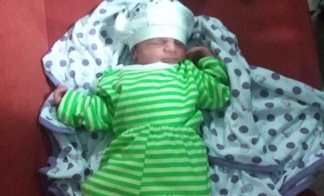 Cami avlusuna bırakılmış 5 günlük bebek bulundu
