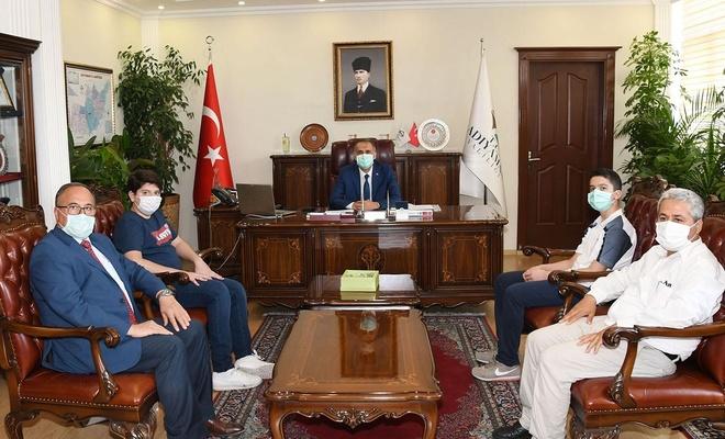 Adıyaman Valisi Mahmut Çuhadar LGS birincilerini ödüllendirdi