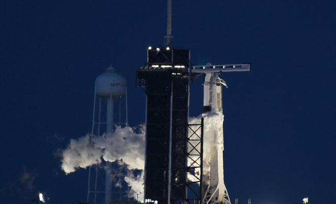 SpacX roketi, müşterileriyle Dünya Turu için havalandı!