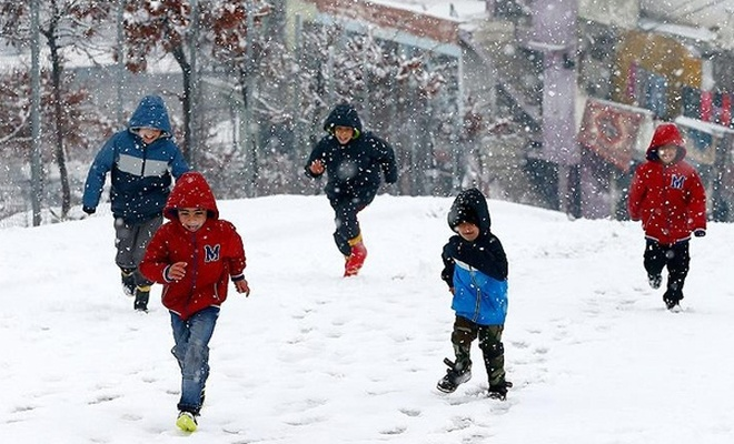 Yoğun kar yağışı nedeniyle okullar tatil edildi!