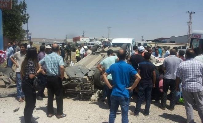 Mıcırlı yol kazaya neden oldu: 3 yaralı