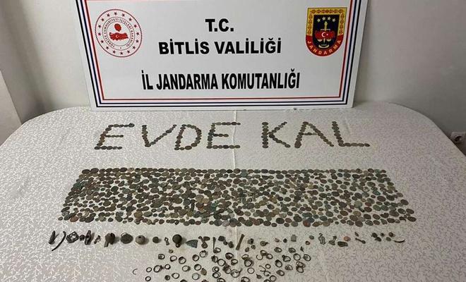 Bitlis'te çok sayıda tarihi eser ve sikke ele geçirildi