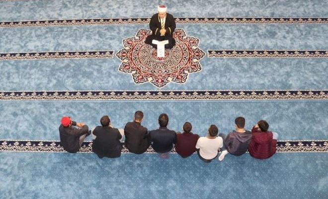 Madde bağımlısı gençler cami ile hayata tutunuyor