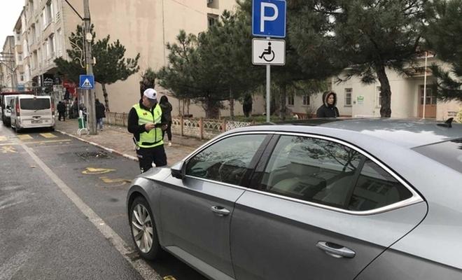 Engelli park yerlerini kullanan sürücülere para cezası