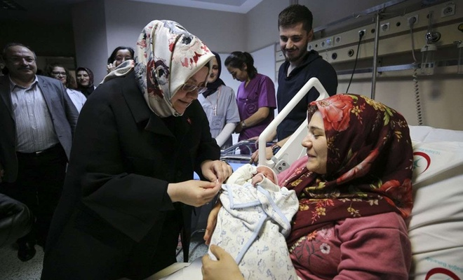 Bugün 83 bin anneye 36,7 milyon lira doğum yardımı yapılacak