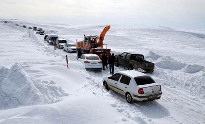 Muş'ta karla mücadele ekipleri 221 köy yolunu açtı