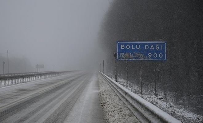 Bolu Dağı`nda kar yağışı etkili oluyor