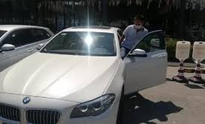 Öğretmen verdiği sözü tuttu: YKS'de birinci olan öğrencisine otomobilini hediye etti