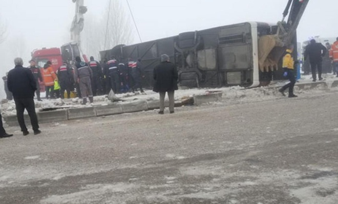 29 people wounded in a bus crash in western Turkey