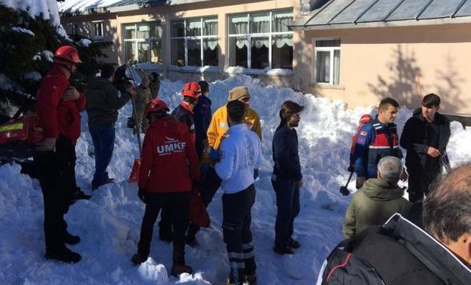 Uludağ`da kar kütlesi düştü: Çok sayıda yaralı var